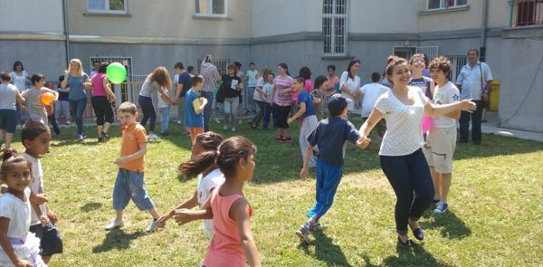 Дружење у школском дворишту